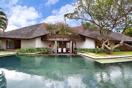 2 bedrooms Luxury Villa Kerobokan, Sin Sin Villa - North Kuta