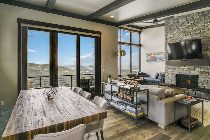 Headwall 38 ~ BRAND NEW, North Idaho Luxury, Schweitzer Townhome off Basin Express Chair Lift