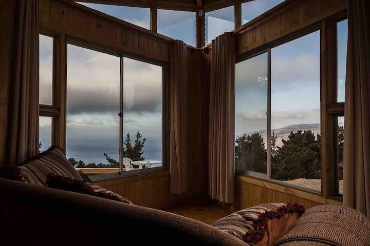 Cabaña el Ocaso con hermosa vista al mar.