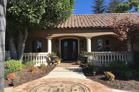 Tuscan home in quiet area - Upland - Casa