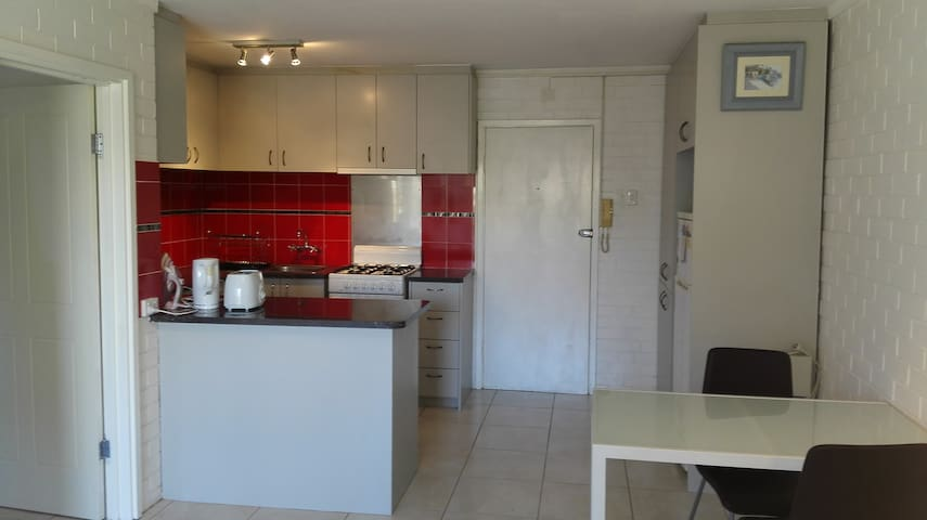 Cozy one bedroom apartment for two - Victoria Park - Apartment