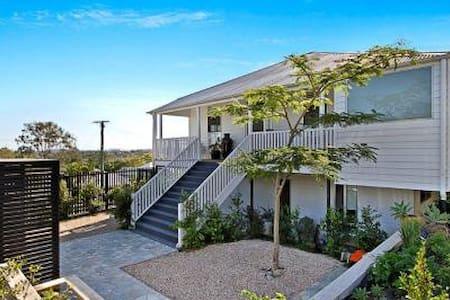 Luxury Home pool cityview 5km city - Norman Park