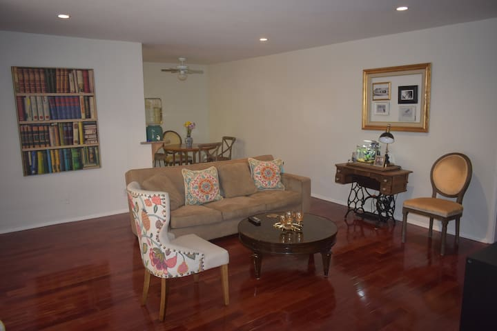 Beautiful Spacious One Bedroom Apt West Hollywood Apartments For Rent In Los Angeles