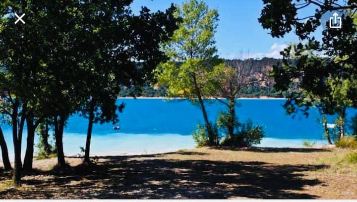bel appartement avec jardin au bord du lac