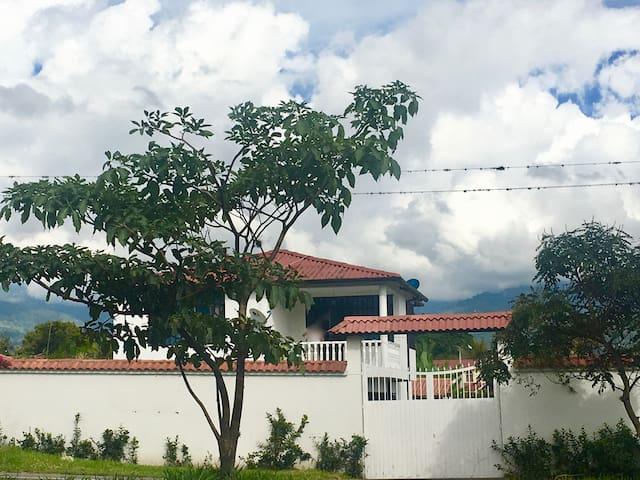 Cabaña Isabel en Chinauta
