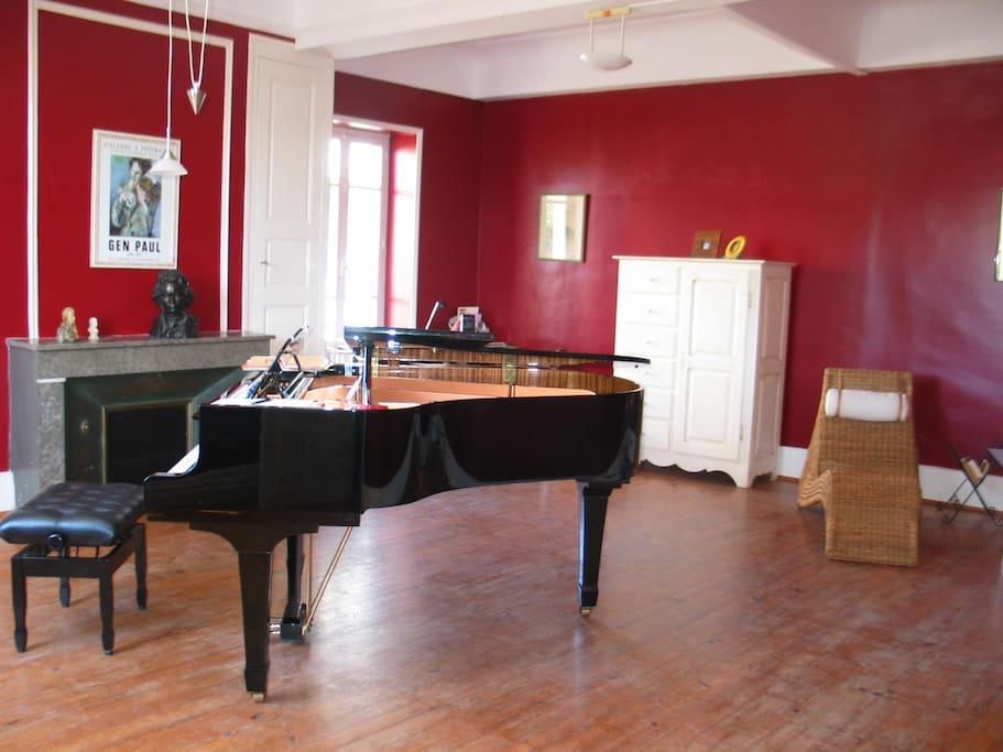Ma salle musique, qui sert pour mes cours de piano et nos concerts