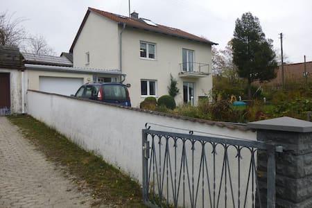 Kleines Apartment im Dachgeschoss - Weichs