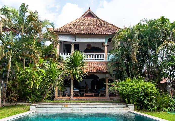 Vintage style villa - Canggu - Hus