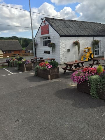 Fox & Hounds - Carmarthen - Bed & Breakfast