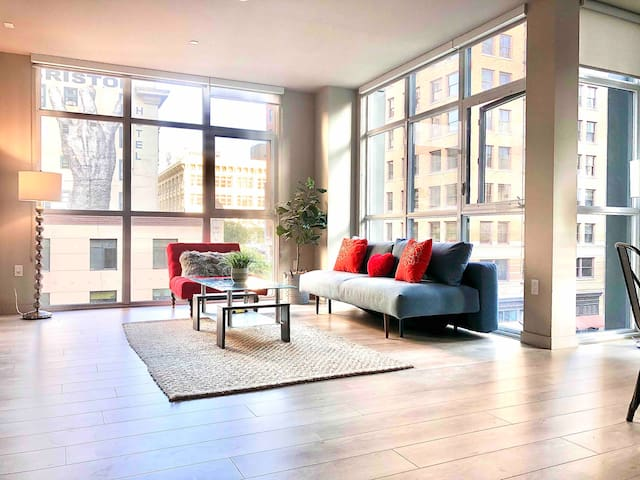 In ❤️ of DTLA Walk to Everything Luxury 2 Br