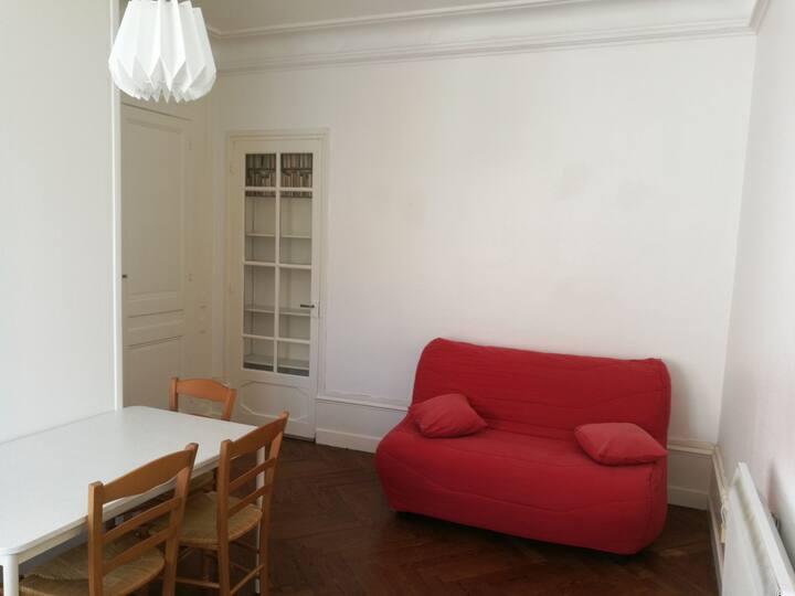 Studio Rénové au calme