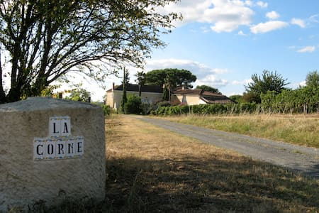stay in a wine property with a soul - Le Pian-sur-Garonne - Rumah