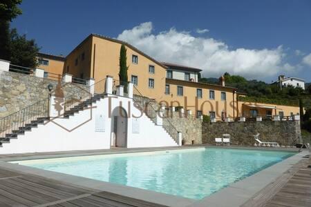 LAVANDA apt with pool, sauna & gym  - Matraia
