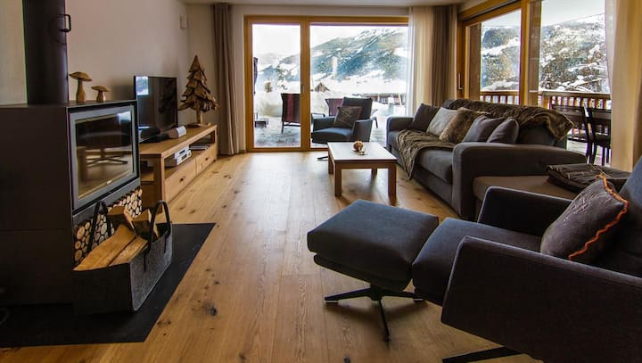 Chalet les Rahâs by Mrs Miggins, Luxury Apartment 2 bedroom with jacuzzi