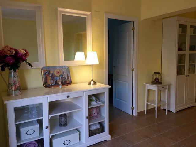 Airy newly refurbished apartment near Turia Garden - València - Apartamento