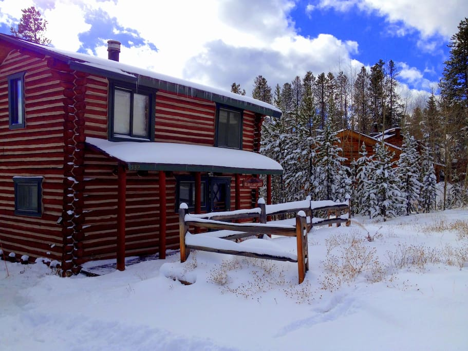 Charming log cabin w hot tub in winter park co cabins for Cabin rentals in winter park co