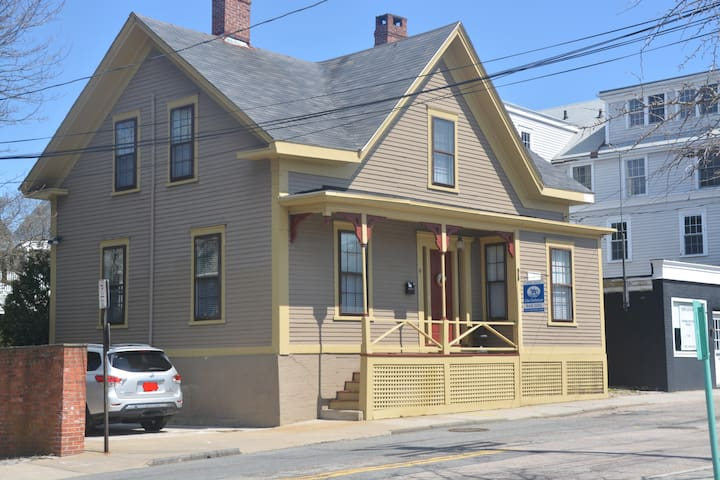 Historic Home Steps From Downtown - Newport - Casa