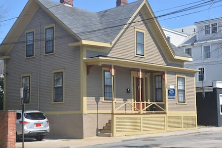 Historic Home Steps From Downtown - Newport - House