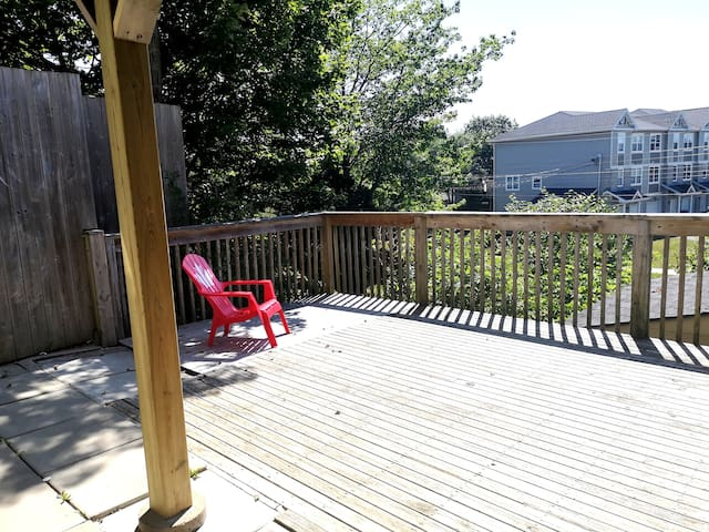 Large Deck attached to the Guest Room :)