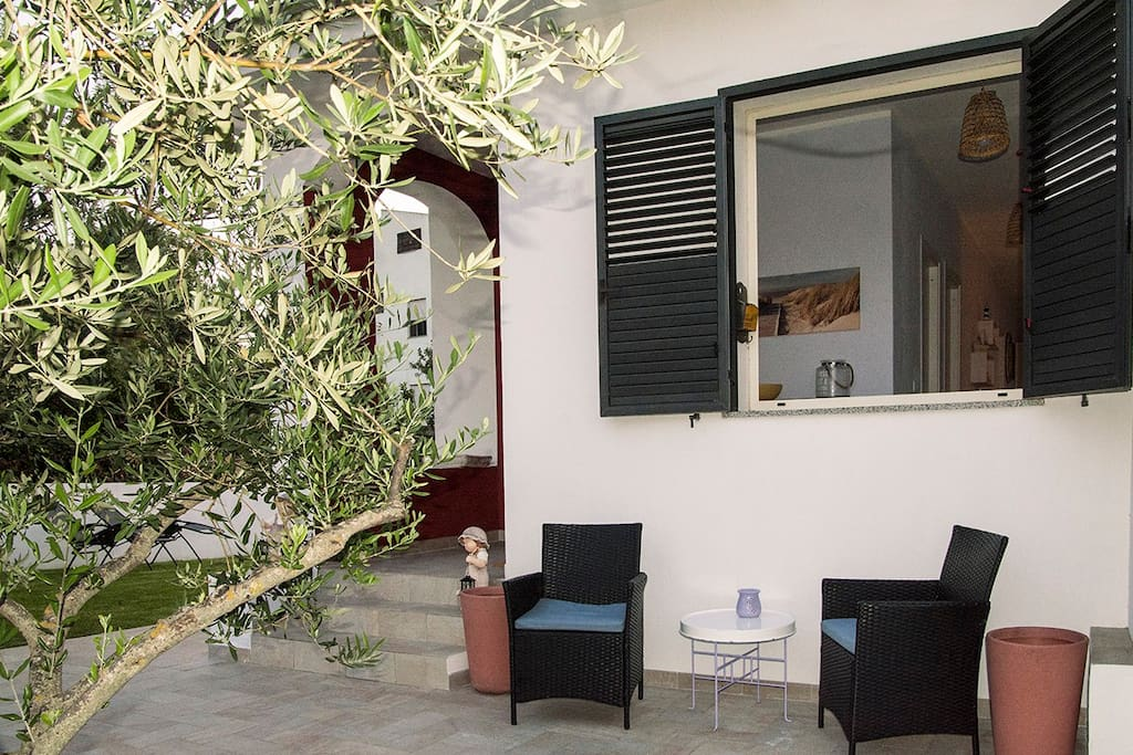 (IT) Il patio nell'entrata - (EN) The front of the house