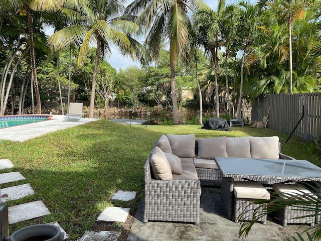 Urban Palm Paradise