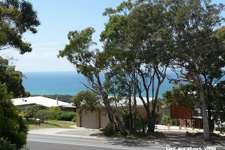 Lovely Ocean View Bass Strait B & B - Lakes Entrance - Bed & Breakfast