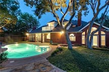 Relaxing Arlington Pool Home Central to Dallas and Fort Worth!!