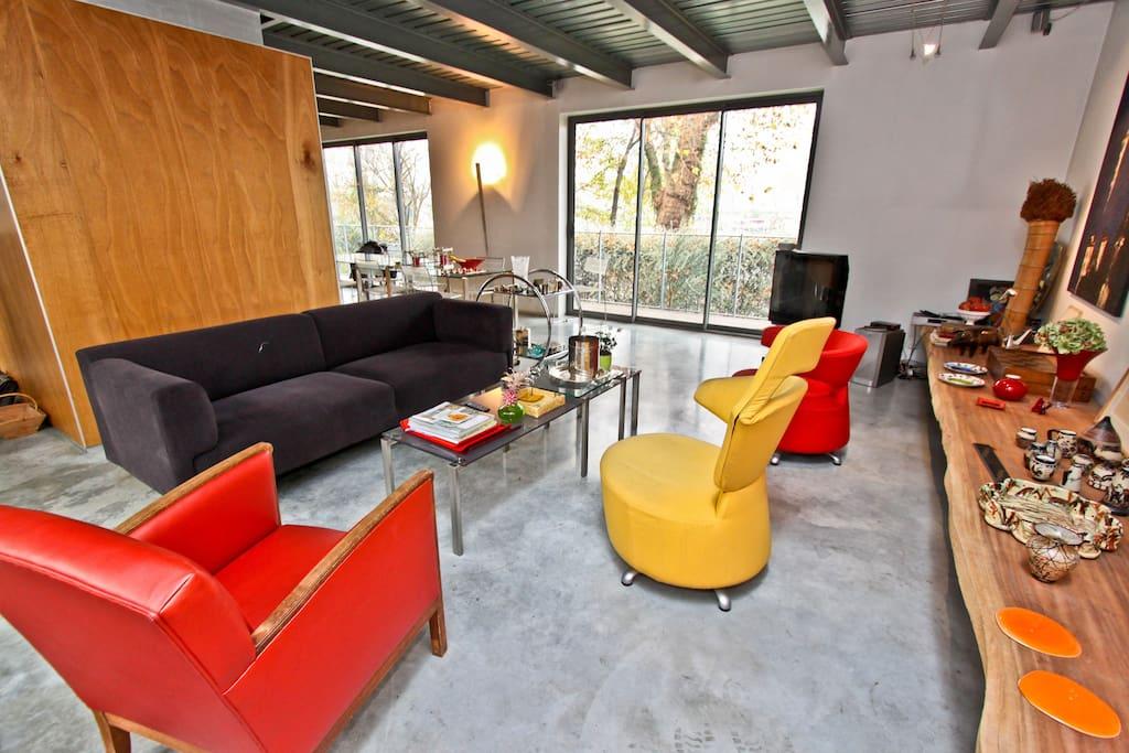 original studio en bord de seine appartements louer issy les moulineaux le de france france. Black Bedroom Furniture Sets. Home Design Ideas