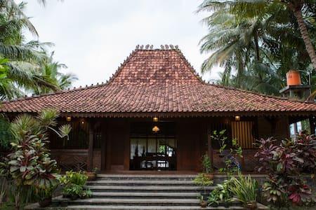 Seafront Villa in West Java - Labuhan
