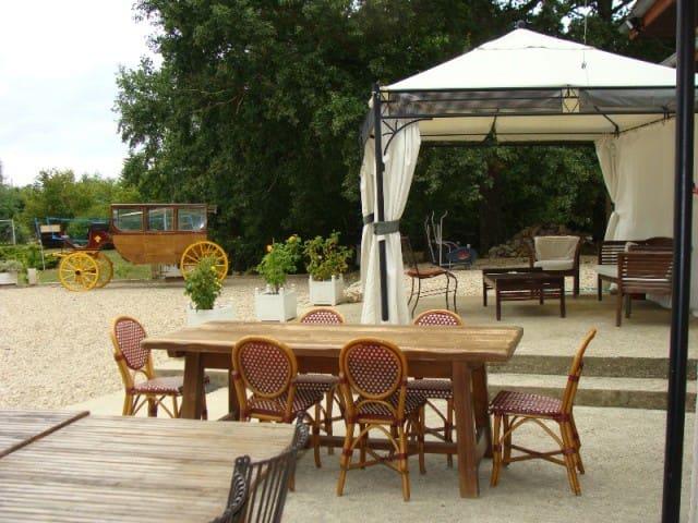 Gîte vacances anniversaires et fêtes à 1h de Paris - Courtenay - Villa