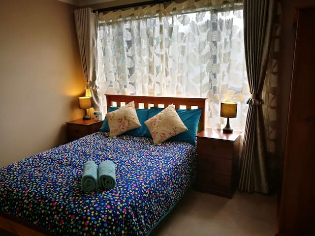 Rose Room+Iris Room for 4 people. Private bathroom. Upstairs. Double-glazing windows. Air/Con in Rose Room.