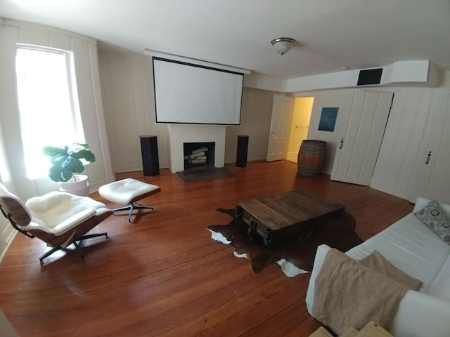 Great 1BR in best location