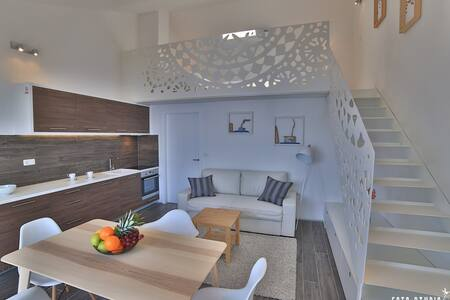 Villa Jolara,Loft studio sunny beautifful sea view - Mimice - 阁楼