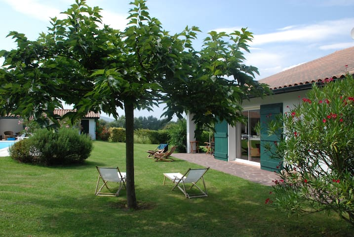 Great place in the Pays Basque - Urrugne - House