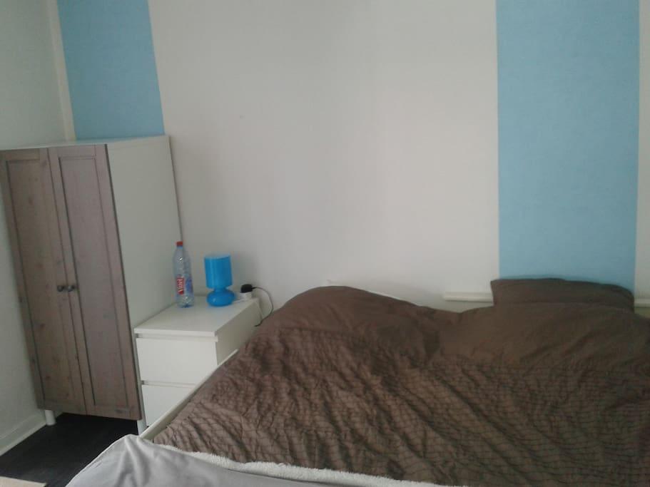 chambre séparée avec 2 lits 90 ou 1 lit 180 avec rangement