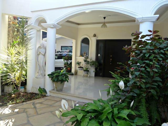 Habitaciones privadas - Colonia Miguel Aleman, Comitán de Domínguez - House