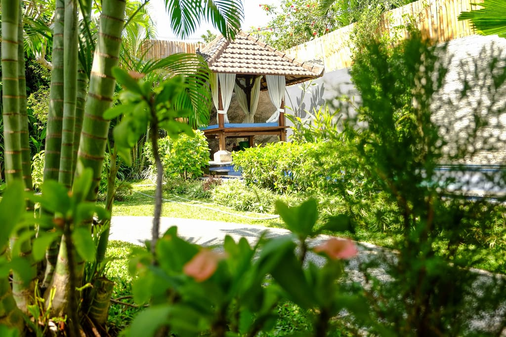 Balinese Balè, immersed in the beautyful garden,and front pool.