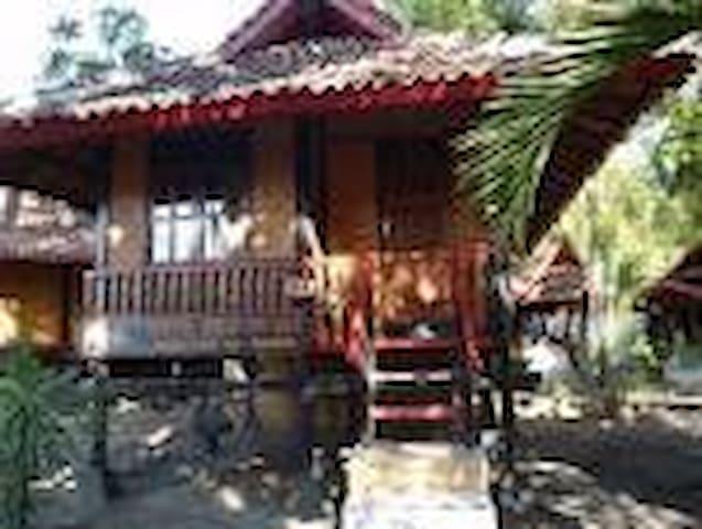 pantai kencana - Sumbawa, Nusa Tenggara Barat, Indonesia - Huis