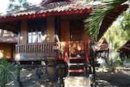 pantai kencana - Sumbawa, Nusa Tenggara Barat, Indonesia - Casa