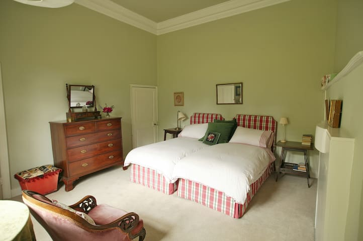 The Guest Suite in The Old Vicarage, B & B - Henstridge - Bed & Breakfast