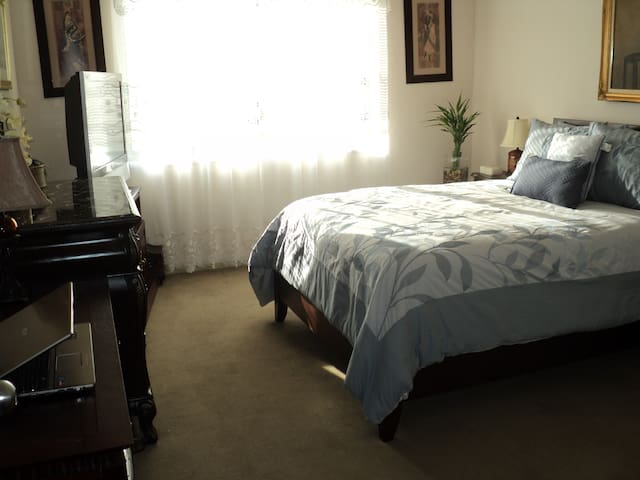 Spacious and Fabulous Bedroom! - Queens - Apartemen