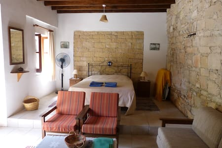 NICOLAS AND MARIAS COTTAGES - Anogyra