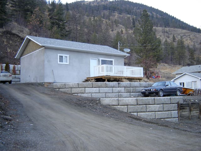 new home ready to go - Lillooet - Huis