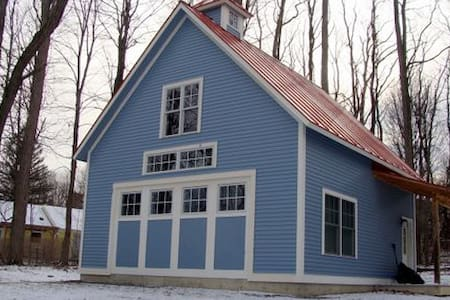 Charming carriage house near campus - Middlebury - Podkroví