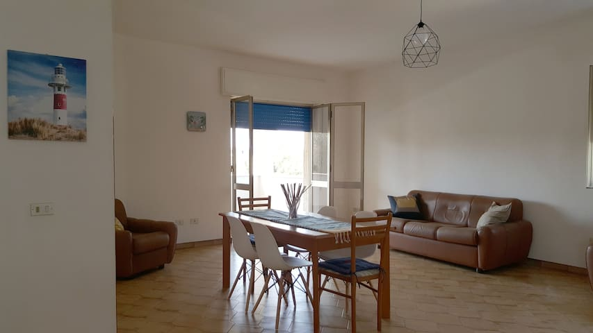 Apartment in villa 100m from the sea