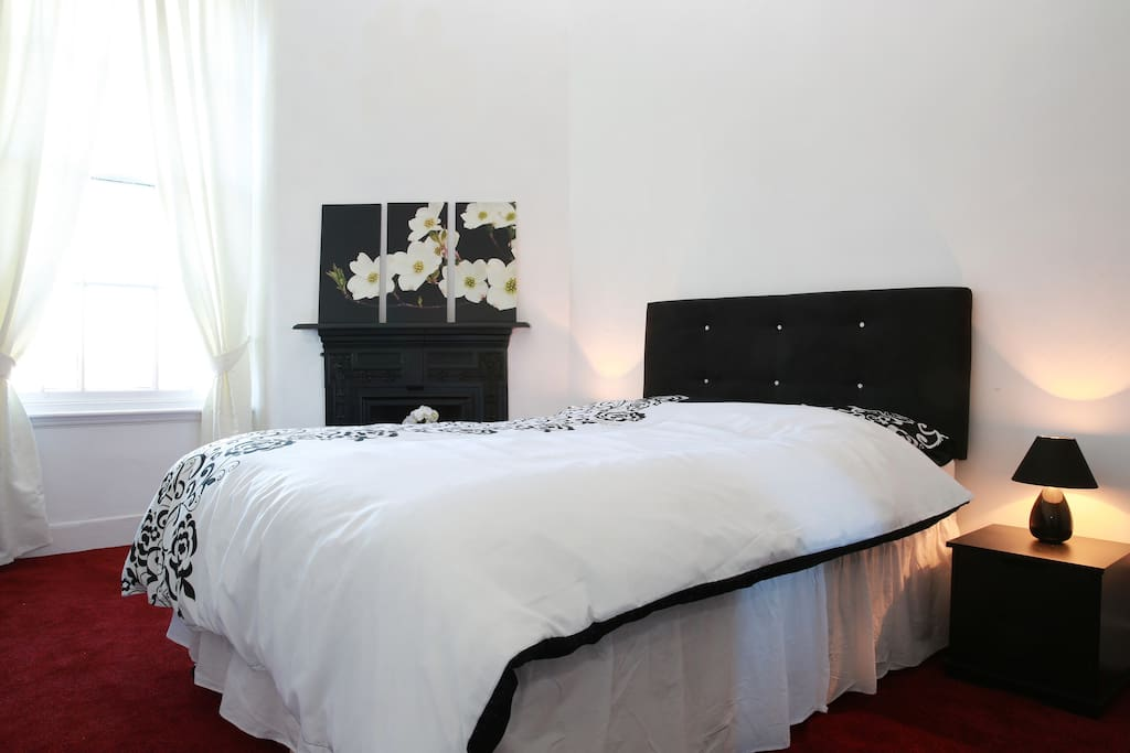 Quiet rear facing bedroom with lovely views of Edinburgh New Town Skyline