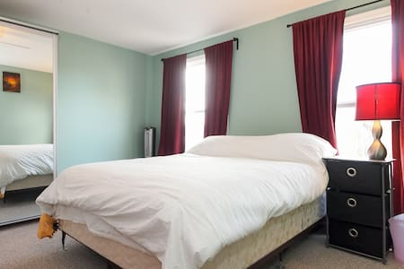 Priv Room in Hampden close to dwtwn - Baltimore - Hús