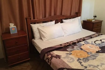 1:King bed with FREE Breakfast