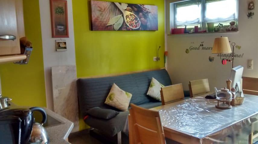 Gemütliches Zimmer im Haus mit Garten - Erlangen - Hus