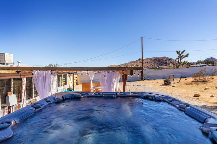 Cozy house with jacuzzi in the center Joshua Tree